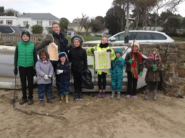 beach clean group pic L